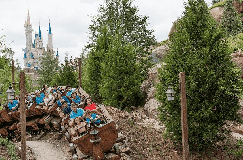 Seven Dwarfs Mine Train no Magic Kingdom na Disney
