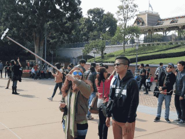 Pau de selfie proibido nos parques da Disney Orlando