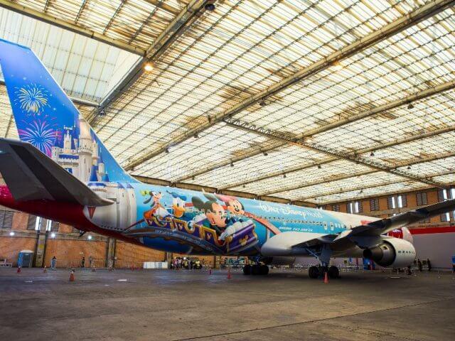 Novo avião da Tam da Disney